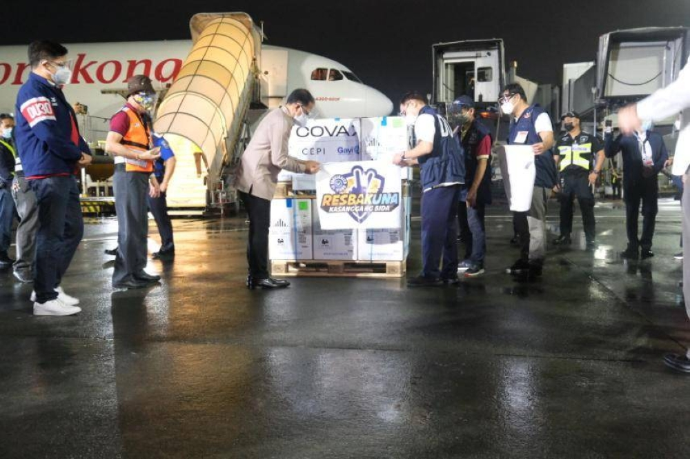 VACCINE ARRIVALS Health Secretary Francisco Duque 3rd inspects the arrival of several boxes of Pfizer vaccines, part of the 2.2 million doses that arrived in Manila on June 10, 2021. DOH PHOTO