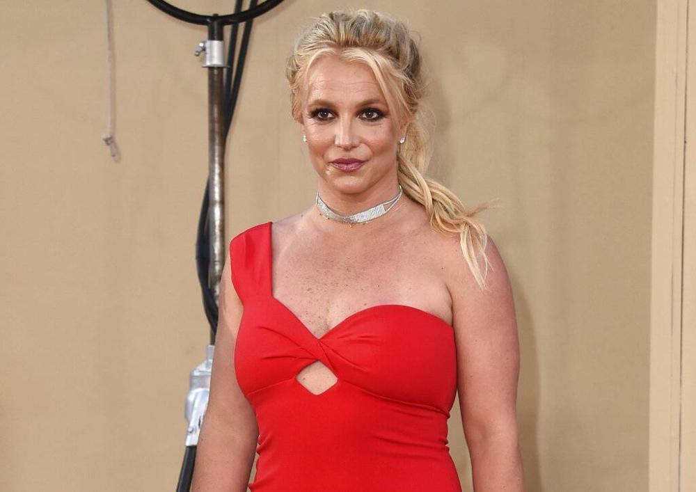 Dumating si Britney Spears sa premier ng Los Angeles ng
