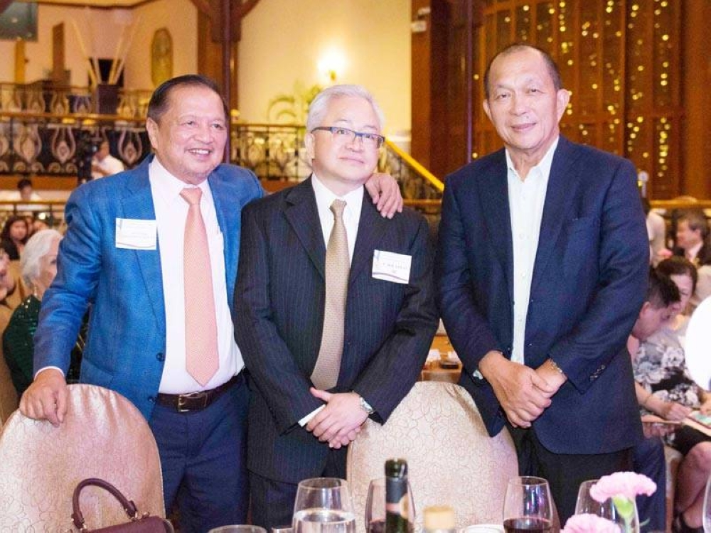 Sayas at the pre-awards testimonial dinner in December 2018 flanked by Sec. Nick Acosta on his right and Atty. Fred Lim of PAGCOR, sponsor of the event