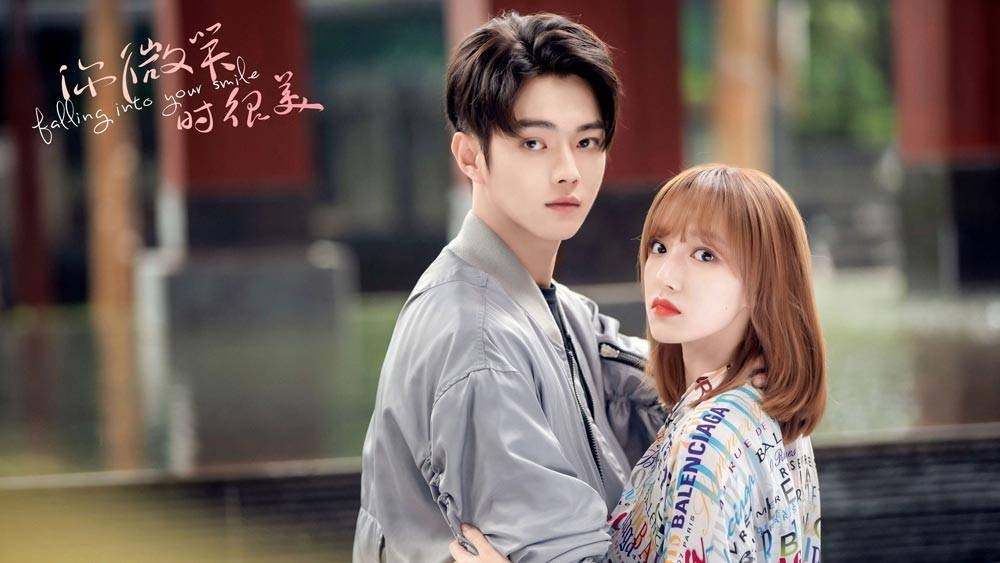 Xu Kai (Lu Sicheng) and Cheng Xiao (Tong Yao) lead the cast of trending Chinese drama, 'Falling Into Your Smile.'