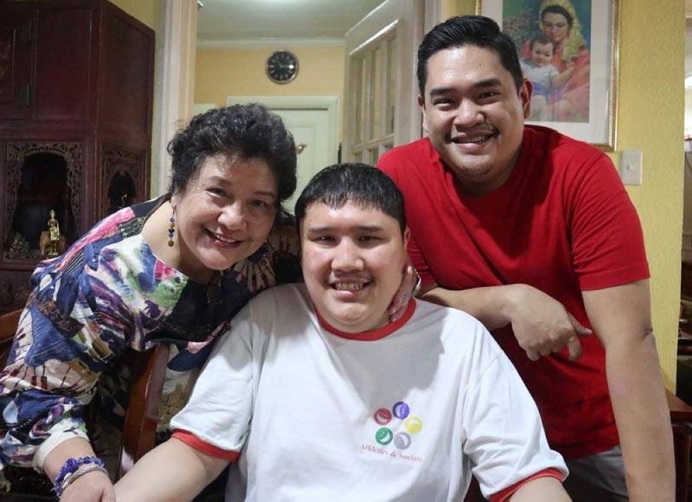 With sons Juan Carlos (in red t-shirt) and Jose Antonio (in white t-shirt)
