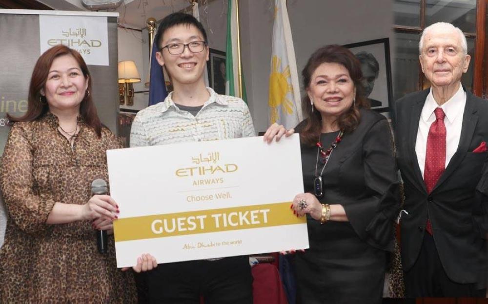 Jackie Lim-Gonzaga, economy class ticket winner Yu Hsuan Lin, Hi! Society and Emilio Mina