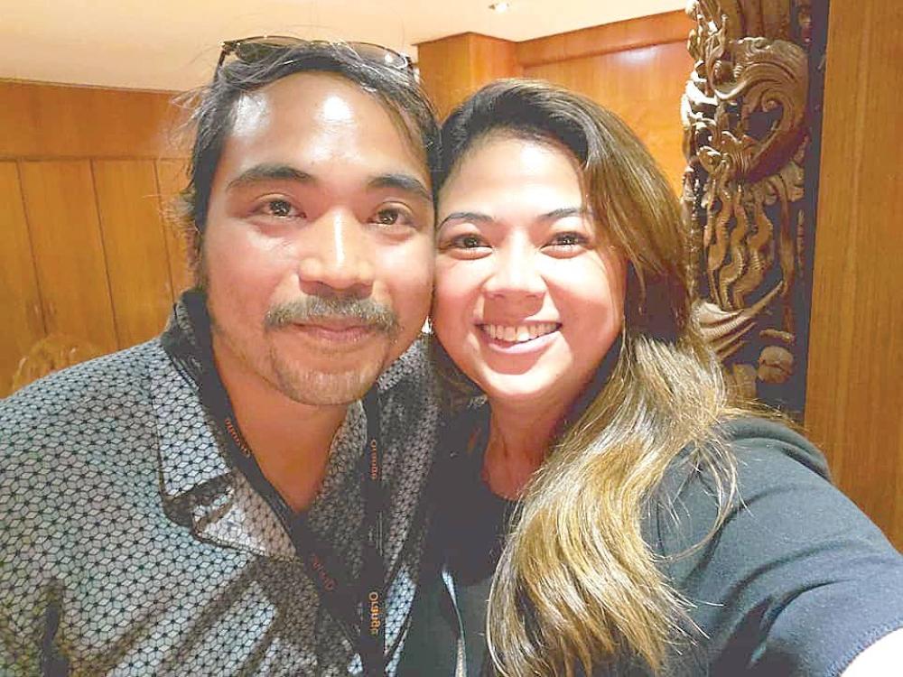 Người viết chuyên mục với Rafael Manuel, người đã giành được Giải thưởng Gấu bạc của Ban giám khảo Berlinale cho phim Filipiñana, tại Đêm điện ảnh Philippines ở Cannes 2021.