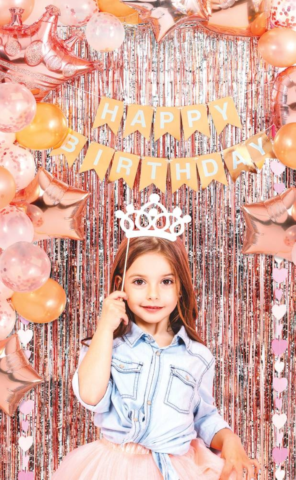 Make your little girl's fairytale dream come true with Princess-themed party accessories.