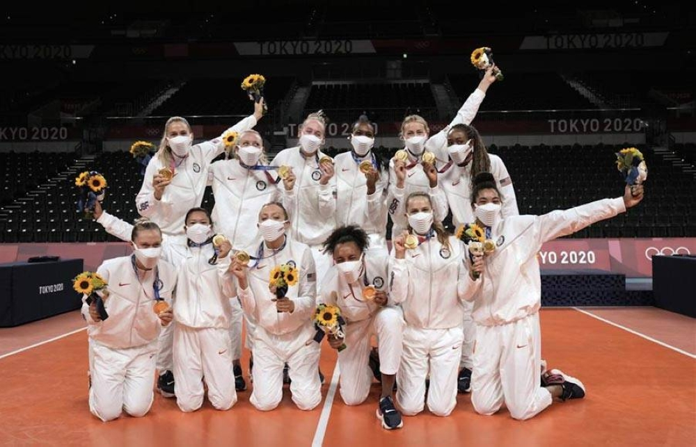 Players from the United States pose after winning the gold medal in women's volleyball at the 2020 Summer Olympics on August 8, 2021 in Tokyo, Japan. AP PHOTO