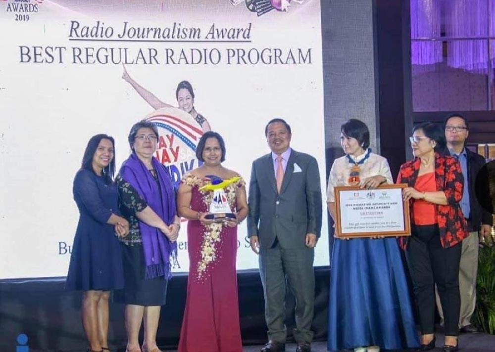 Rhia Luz at centerstage to receive her MAM Award for Best Regular Radio Program