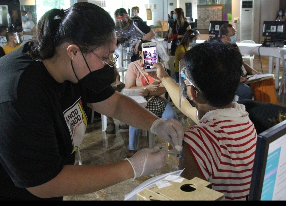 Scenes from the Ospital ng Maynila in Malate, Manila on May 29, 2021 as citizens under the A1, A2 and A3 category are given their vaccination against COVID-19 with the Sputnik V vaccine for their second dose. PHOTO BY RENE H. DILAN