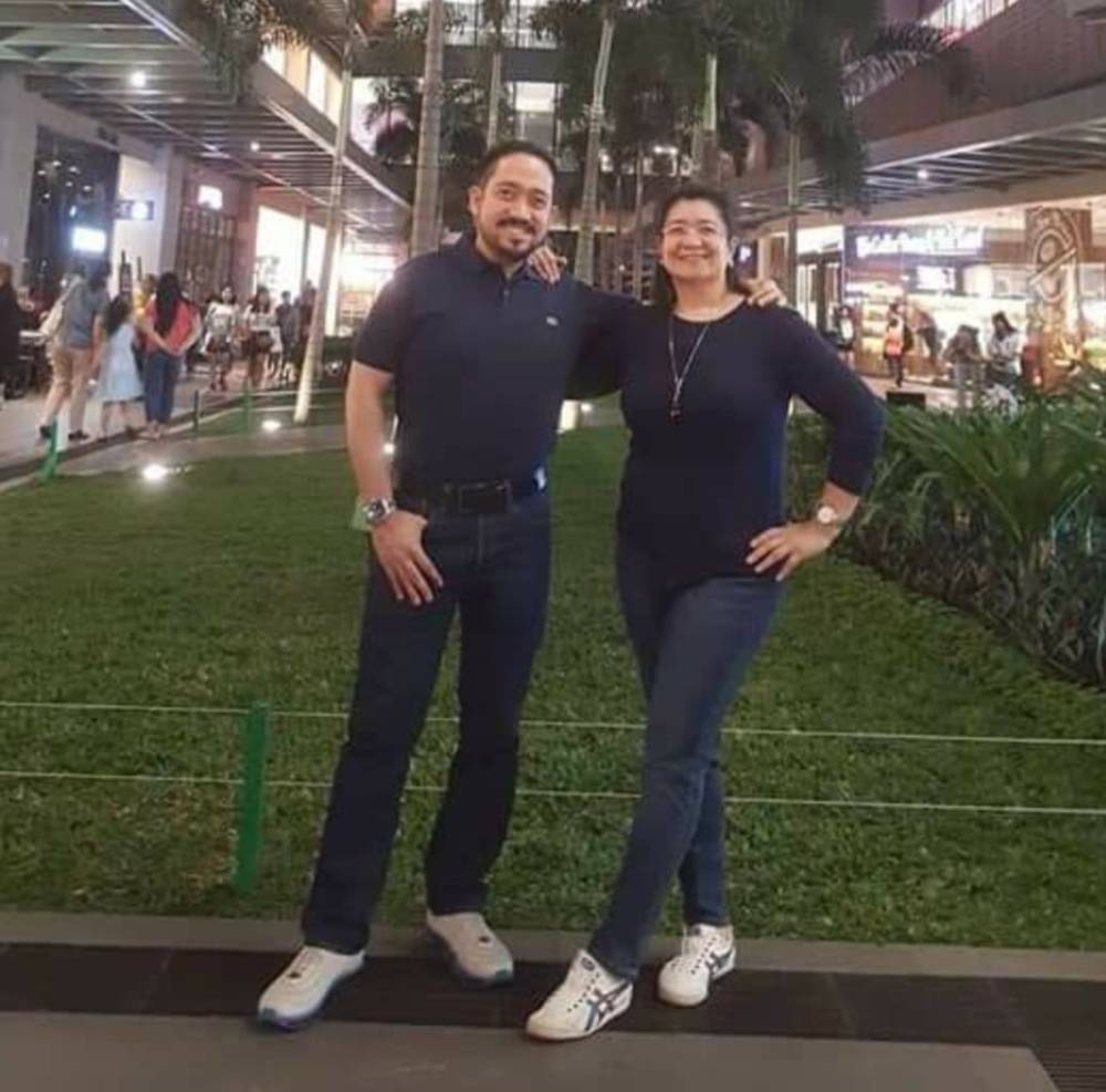 Chyndy dengan pasangannya dalam pekerjaan dan kehidupan, Sam Briones, pada liburan Osaka. KONTRIBUSI FOTO