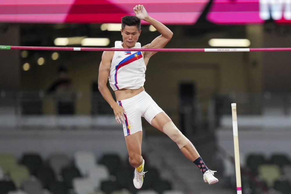 Ernest John Obiena of the Philippines competes in the men's pole vault event of the IAAF Diamond League athletics meeting 'Athletissima' in Lausanne on Friday (Philippine time). AP PHOTO