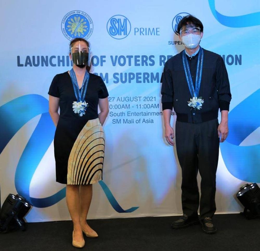 Comelec Commissioner Aimee Ferolino and SM Supermalls President Steven Tan