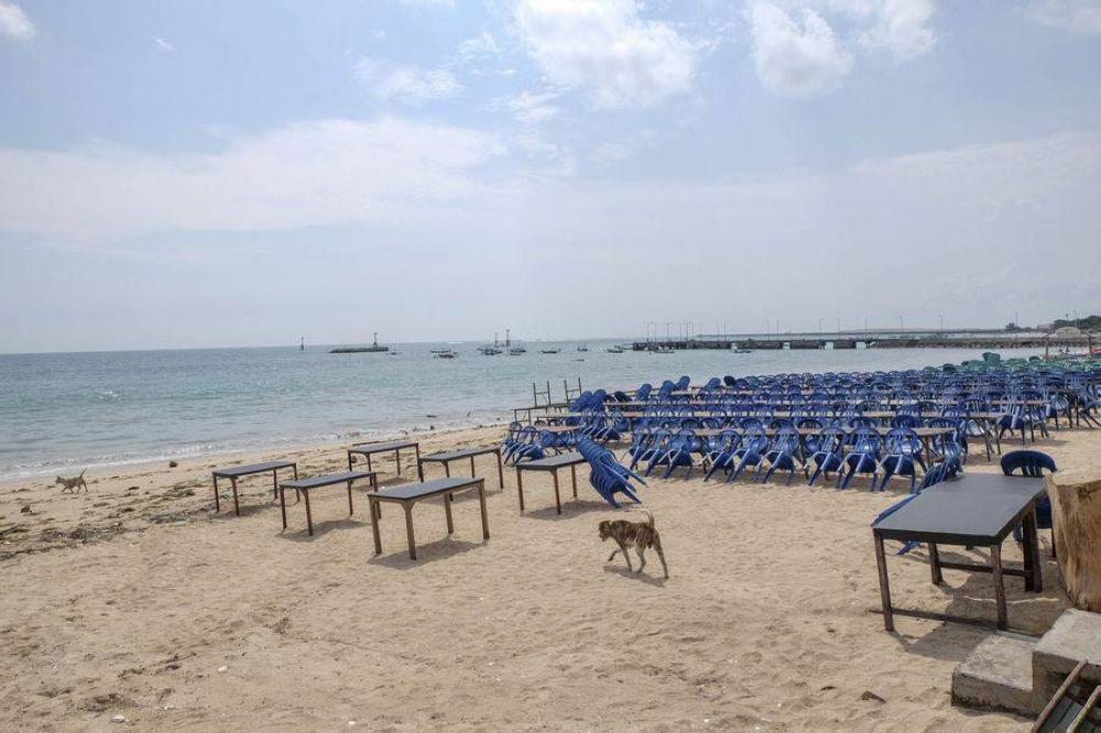 Photo shows an empty seafood restaurant in Jimbaran Beach, Bali, Indonesia, March 14, 2020. Xinhua FILE PHOTO